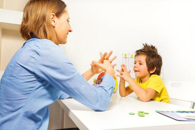 Gia sư tại nhà là giải pháp tốt nhất trong giáo dục trẻ tự kỷ